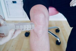 31-push-in-a-few-ml-into-the-knee